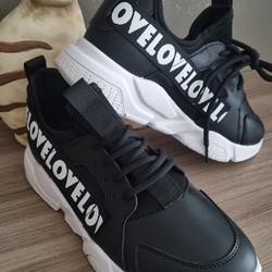 La météo nous empêche de sortir nos petites baskets plus claires? Et pourquoi ne pas opter pour cette paire ultra-légère et confortable noire?   Prix : 26€ Pointures disponibles : 36 à 40  🌐 www.laboutiquedenath.be  🚚 Envoi Colis gratuit en Belgique dès 50€ d'achat - Retrait gratuit sur Lantin (Juprelle) - Livraison en France et au Grand-Duché  #laboutiquedenath #chaussure #mode #style #shop #chaussurefemme #boutique #shoesaddict #sneakers #fashionista #fashionstyle  #chaussureenvente #shoppingonligne #vente #shoe #tendance #boutiqueenligne #katuastyles #femme #basket